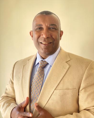 Dereck Stewart : Training Associate